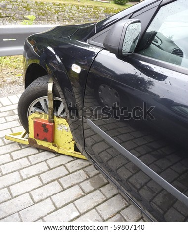 car wheel clamped in Czech