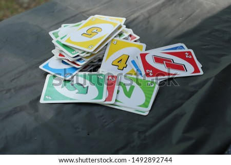 Card game on table while camping Foto stock ©