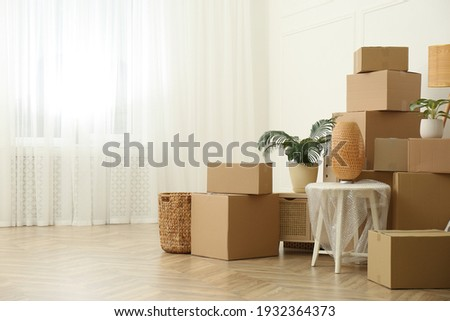 Cardboard boxes and household stuff indoors, space for text. Moving day ストックフォト ©