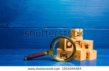 Cardboard boxes and magnifying glass. Monitoring and verification of goods, import certification. Quality control. Consumer market research. Customs clearance. Antimonopoly. Inventory. Cargo tracking Foto d'archivio ©
