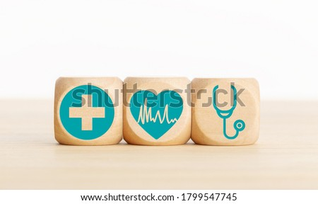 Cardiology concept. Wooden blocks with medical icon on table. Copy space Foto stock ©