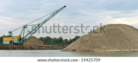 Career dredge on extraction of gravel