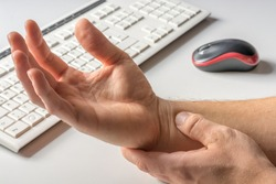 Carpal tunnel syndrome due to too much work on the computer with the wrong body and hand posture