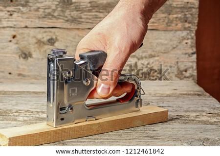 carpenter works as a stapler
