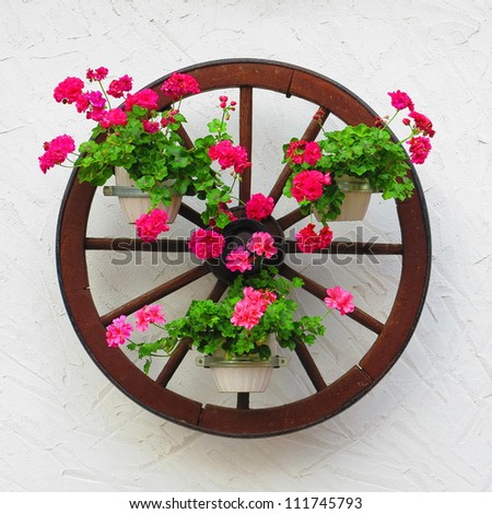 Carriage wheel decorated with flowers