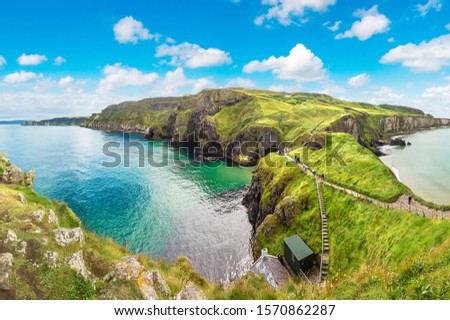 Carrick-a-Rede, Causeway Coast Route in a beautiful summer day, Northern Ireland, United Kingdom Foto stock ©
