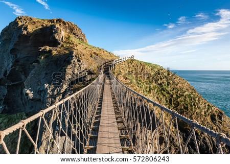 Carrick-a-rede rope bridge in North Ireland Foto stock ©