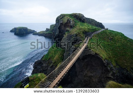 Carrick-a-Rede Rope Bridge near Ballintoy in County Antrim, Northern Ireland Foto stock ©