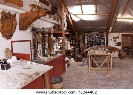 Carve and sculpture studio at the Batavia Wharf