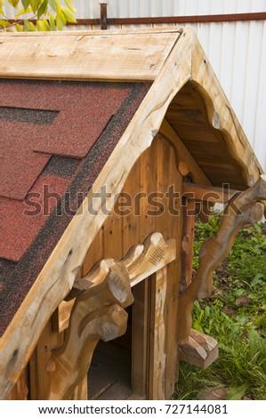 carved house for a dog Zdjęcia stock ©