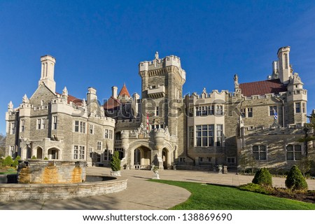 Casa Loma in Toronto - front entrance