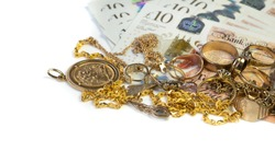 Cash for gold, used gold, old jewellery and coins with UK banknotes. Selling old or broken gold jewelry to get money