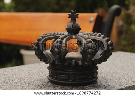 Cast iron crown. Cast Iron Royal Crown King Queen. Cast iron crown decoration. British Royal Cast Iron Crown