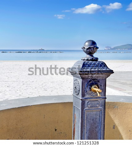 cast iron fountain close to the beach
