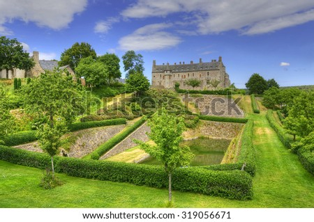 Castle La Roche Jagu. Standing high on the Trieux River, Chateau de la Roche-Jagu is the only survivor of some ten fortresses that once oversaw stretches of this valley in medieval times in Brittany. Foto stock ©