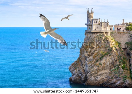 Castle of Swallow's Nest at the Black Sea coast, Crimea, Russia. It is a famous landmark of Crimea. Amazing view of Swallow's Nest on the rock top in summer. Beautiful tourist place in Crimea. Stock foto ©