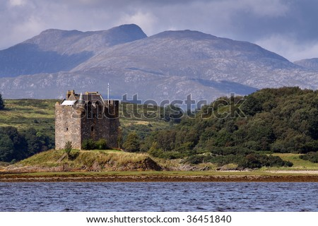 Castle Stalker is an authentic medieval tower house situated on an islet on Loch Laich on the north-west coast of Scotland amidst some truly spectacular mountain scenery.