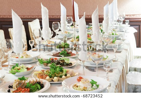how to set a table with silverware