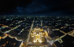 Cathedral of San Salvador at night, low traffic