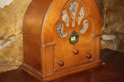 Cathedral Old Style Antique Radio
