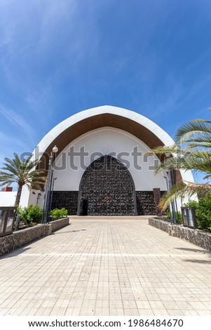 Catholic Church in Playa del Ingles, Maspalomas, Gran Canaria, Canary Islands, Spain on a hot summer day. Foto stock ©