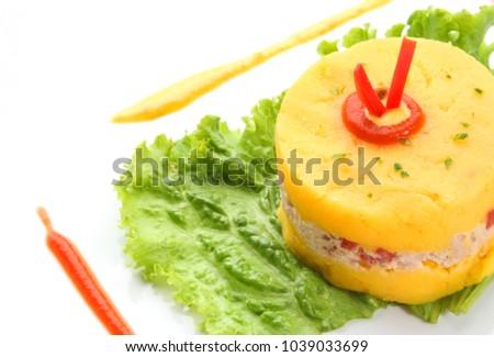 Shutterstock Causa rellena de atun, tuna with smash potato