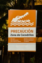 caution crocodile sign in spanish language