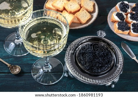 Caviar and champagne, vintage style, with bread and toasts Photo stock ©