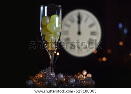 CELEBRATION OF THE NEW YEAR, TRADITION OF TWELVE GRAPES OF LUCK WITH THE CLOCK WITH TWELVE BELLS