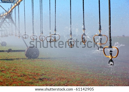 Center pivot crop irrigation system with water sprinklers