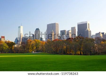 Central Park in autumn with Manhattan skyline, New York City