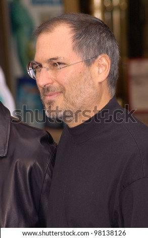 CEO and founder of Apple Computers & Pixar boss, STEVE JOBS, at the world premiere of Disney/Pixar's Monsters, Inc., at the El Capitan Theatre, Hollywood. 28OCT2001.   Paul Smith/Featureflash