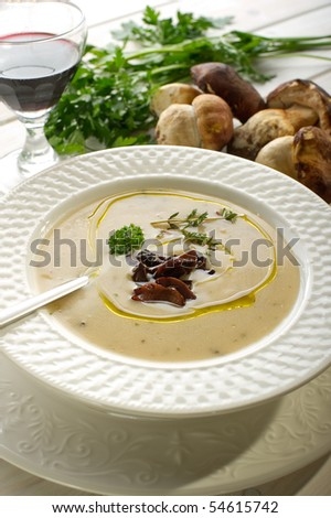 cep soup with olive oil and slice cep on dish
