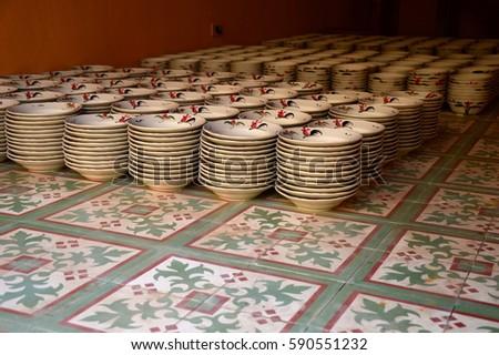 ceramic plate #590551232