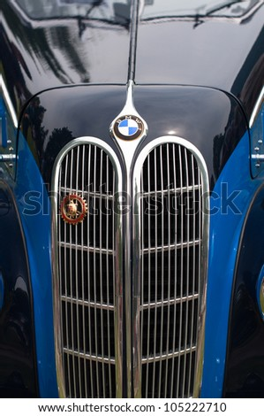 CERNOBBIO, LAKE COMO - MAY 27: BMW sign on a classic car at the Concorso d'Eleganza Villa d'Este auto show in Cernobbio at the Lake Como in Italy on May 27, 2012.