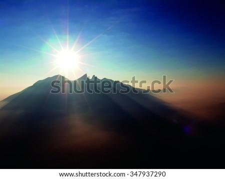 Shutterstock CERRO MAJESTUOSO El sol naciente y la silueta del Cerro de la Silla forman esta inspiradora composición de un amanecer en Monterrey.