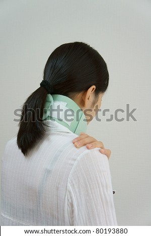 Cervical vertebra protection Women wear the Cervical vertebra protection.