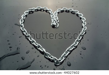 Chain in shape of a hart