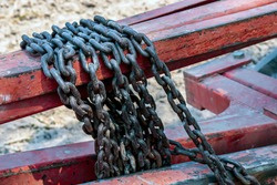 chain in the steel industry, chain for towing, old chain rusty