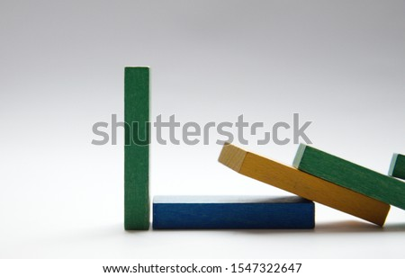 Chain reaction of falling Dominoes. One thing remained standing. Foto stock ©