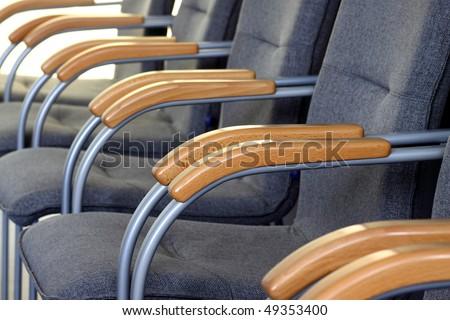 [Obrazek: stock-photo-chairs-in-a-row-49353400.jpg]