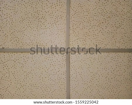 Characteristics of ceilings that have been used for a long time. #1559225042