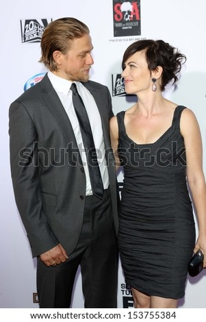 Did charlie hunnam and maggie siff dating in real life