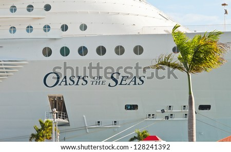 CHARLOTTE AMALIE, ST. THOMAS - JAN 15:  Royal Caribbean's largest ship, Oasis of the Seas, anchored in St. Thomas, on Jan. 15, 2013.  This set a new record by carrying more than 6,000 passengers.