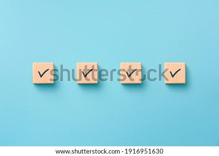 Check mark on wooden blocks, blue background, Checklist concept Foto stock ©