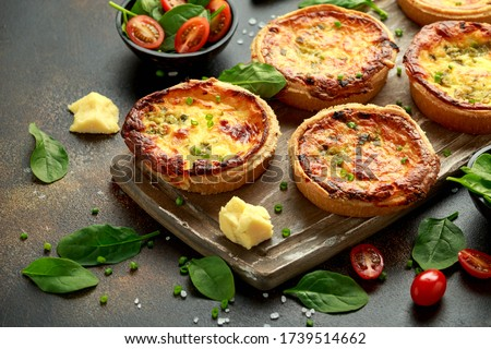 Cheddar cheese and spring onion omelette tarts served on wooden board with side salad. Healthy breakfast food Stok fotoğraf ©