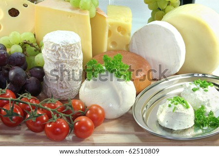 cheese varieties with fresh grapes and sorrel