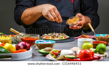 Chef cooking mexican burito. Cook preparing delicious mexican burito at kitchen. Tasty mexican cuisine. Foto stock ©