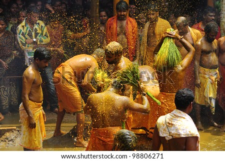CHENGANNUR, INDIA - MAR 27 : Devotees offer a turmeric bath during the festival at Vandimala temple on March 27,2012 in Chengannur, Kerala,India. Turmeric bath is an old temple ritual of south India