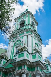 Chernihiv Lane, which has preserved an authentic ensemble of churches and city estates of the 16th and 18th centuries, is a unique architectural complex of historical Moscow.